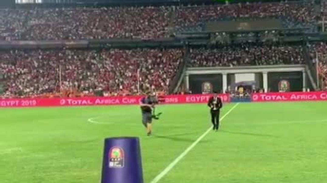 Finale CAN 2019: Quand Samuel  Eto'o porte le trophée ça donne ça...