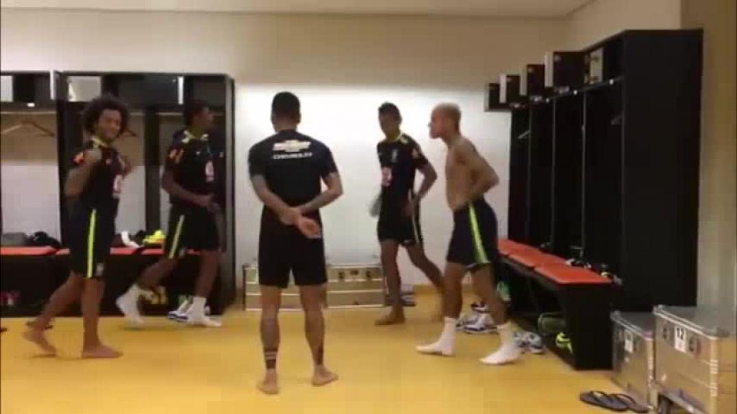 Incroyable dernière danse de Clarence Seedorf avec les Lions Indomptables