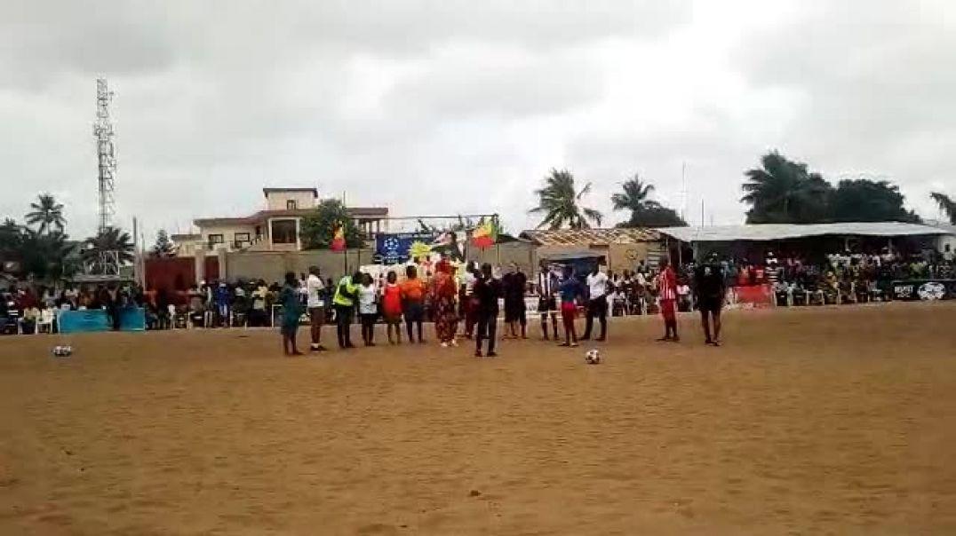 Miss Espoir de coeur avec la jeunesse à travers le football. Trinité Singbo .mp4