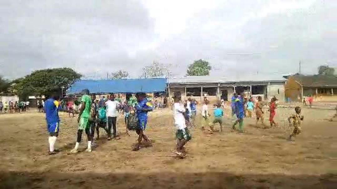 Ambiance après le match de 3e place du Tournoi de la jeunesse à Cotonou Menontin. Trinité Singbo