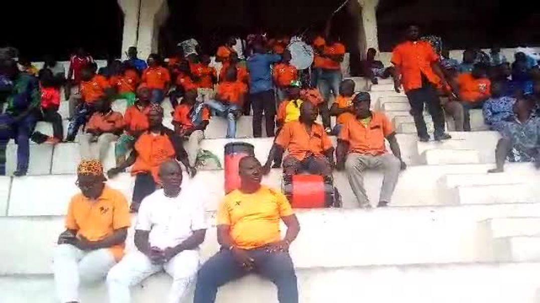 La joie des supporters malgré le nul. Trinité Singbo