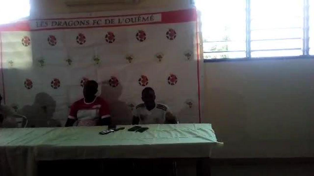 Le coach Stanislas Akélé et son capitaine face à la presse. Trinité Singbo