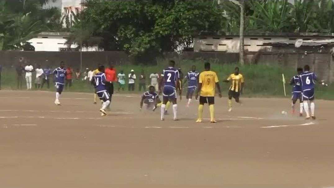Oryx de Douala Vs Aigle royale du moungo action du Match  par Vincent Kamto