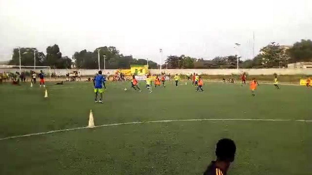 Les jeunes joueurs à l'oeuvre. Trinité Singbo