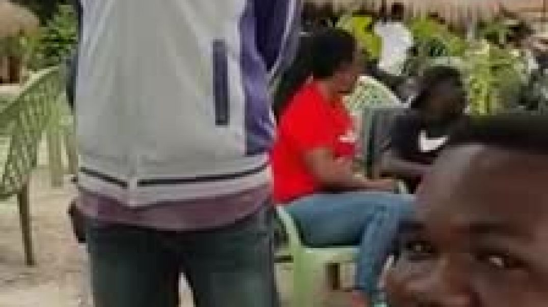 Ce que ce jeune journaliste en herbe Congolais fait du commentaire de match
