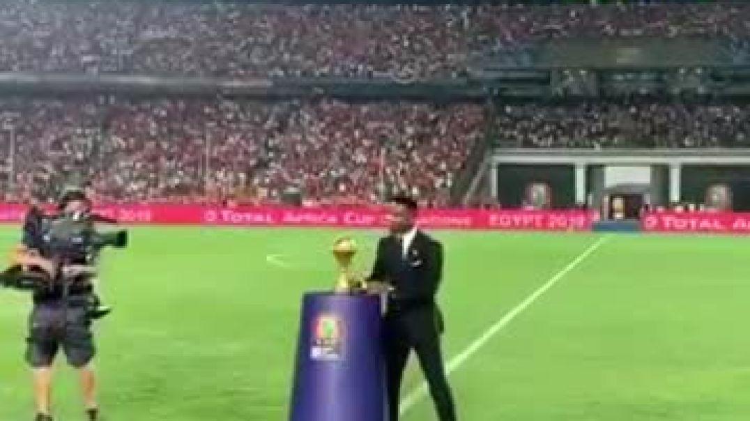 Finale CAN 2019- Quand Samuel Eto'o porte le trophee ca donne ca