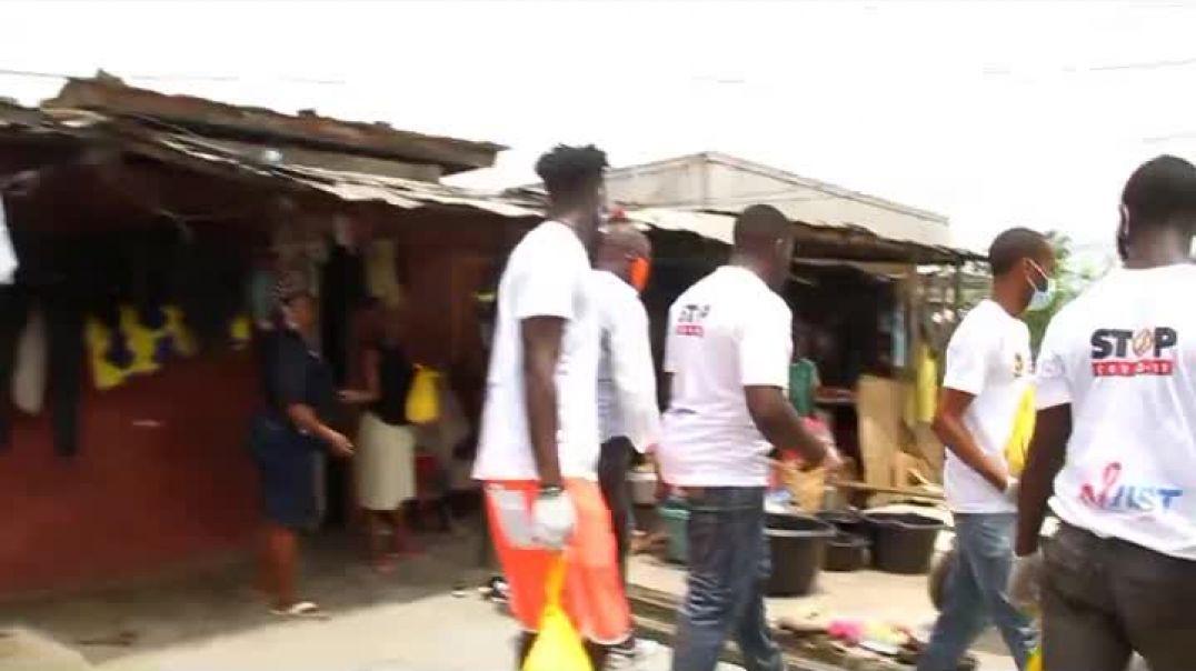 Cameroun les populations démunis de quartier Tergal reçoivent les dons de la fondation Samuel etoo p