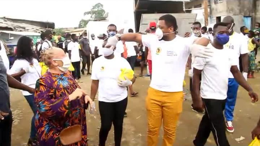 Cameroun distribution des dons a la population démunis du quartier tergal pas Samuel la fondation Et