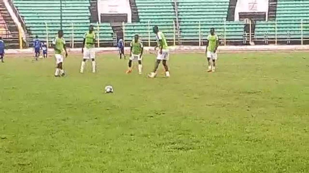 Un avant match. Trinité Singbo