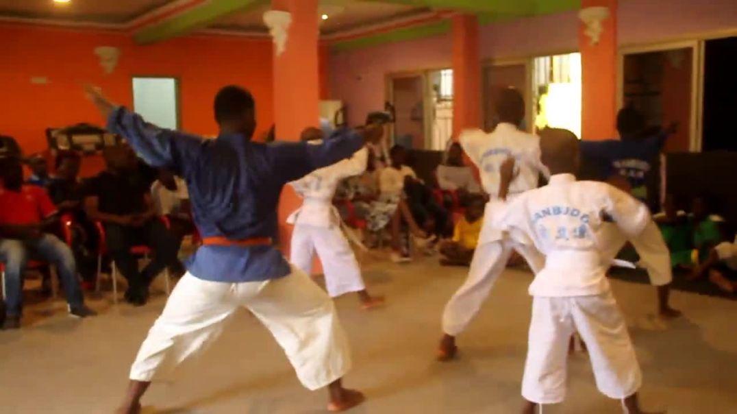 Cameroun Démonstration des pratiquants du Nambudo à Douala a pk 12